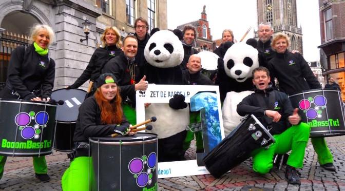"""WNF actie Pandaberen Utrecht """"Zet aarde op 1"""""""