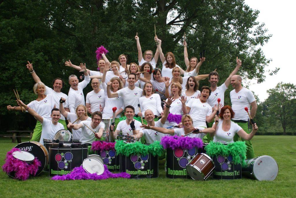 Bandleden sambaband Utrecht BooomBassTic!