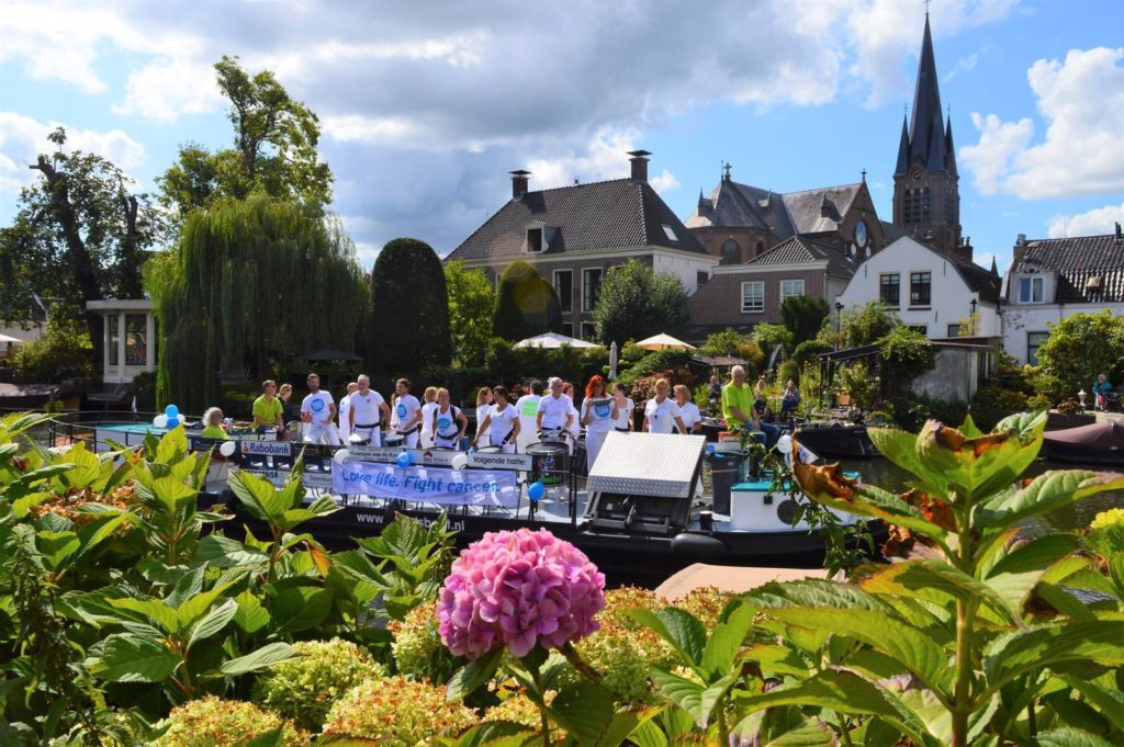 sambaband BooomBassTic! tijdens Swim to Fight Cancer 2019 in Breukelen